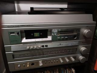Tocadiscos marca Grundig modelo Compact Center