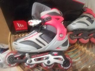 patines con coderas, rodilleras, muñequerasy casco