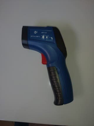 Termómetro infrarrojo detector de fugas.