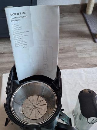Licuadora Taurus Liquafruits pro Compact