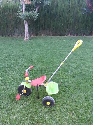triciclo infantil niño con cinturon seguridad