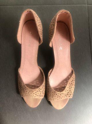 Zapatos descubiertos