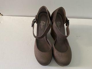 Zapatos castañer. Color topo.