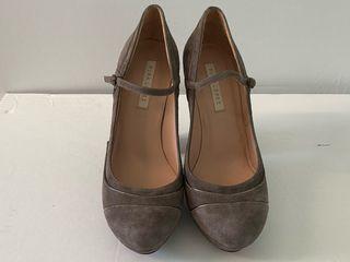 Zapatos pura lopez color topo.