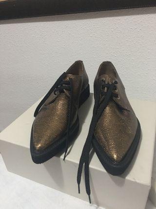 Zapatos dorados talla 38 Marca PERTINI
