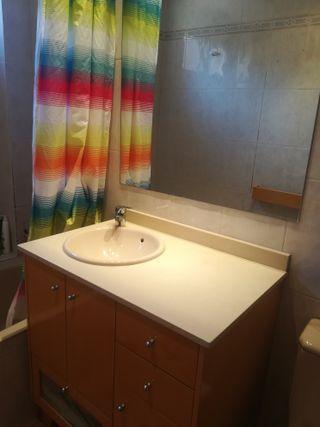 Mueble Baño con espejo y toallero