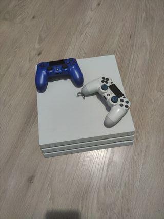 PlayStation pro 4 con dos mandos