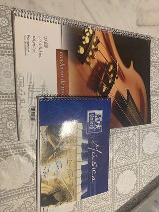 2 Cuadernos de música (pentagramas).
