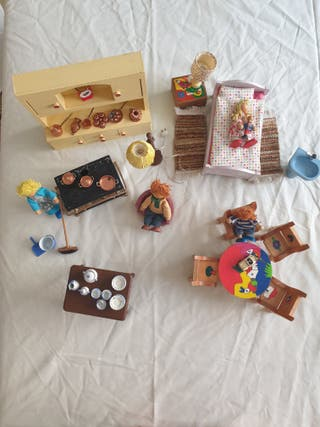 Muebles y accesorios casa de muñeca