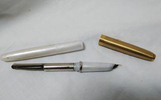 Pluma estilográfica Robot antigua blanca y dorada