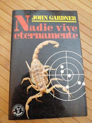 Libro de James Bond