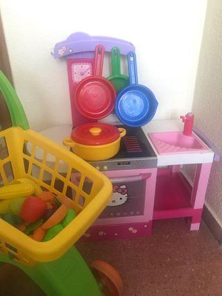 Cocina de juguete y carrito de compra