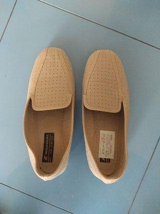 Zapatillas señora, color crema, número 39