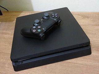 PS4 Slim + Mando + juegos