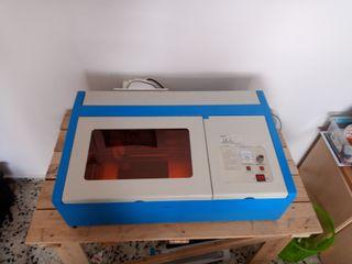 Maquina grabadora y cortadora de laser modelo 3020