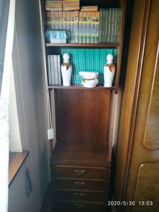 Precioso armario- estantería de madera