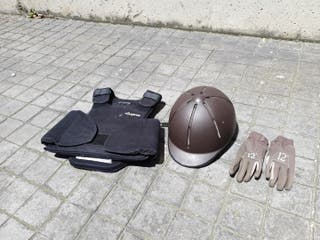 chaleco casco y guantes hípica