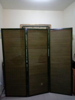Biombo de bambú y madera