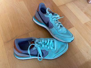 Zapatillas nike verdes y grises talla 37.5
