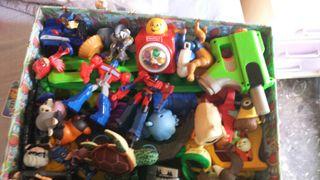 caja llena de juguetes