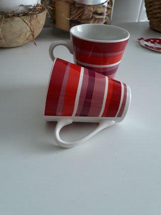 tazas ,gama dé rojos a rayas y porcelana