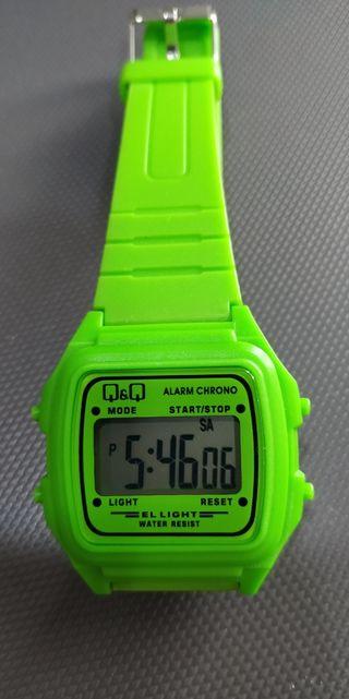 Oferta Reloj sumergible para mujer y niños color pistacho de Q&Q
