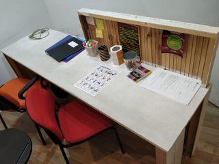 Mesa recepción hecha a mano, muy bonita