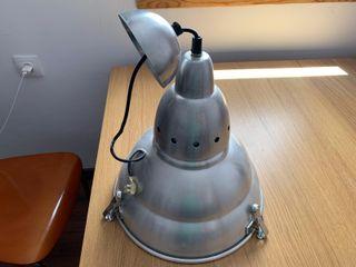 Lámpara tipo industrial