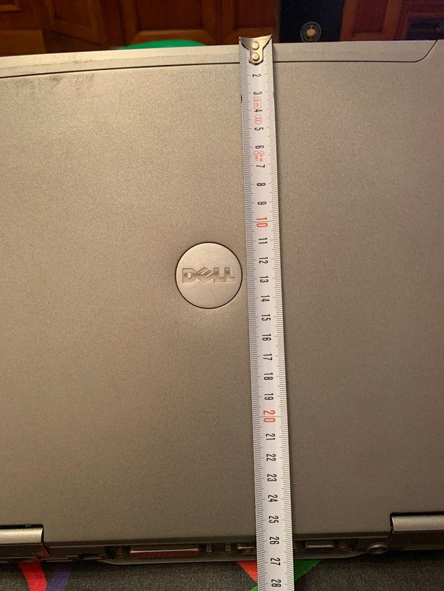 Portátil y cargador DELL