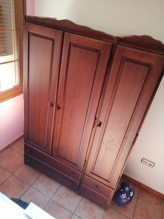 Armario dormitorio de madera.