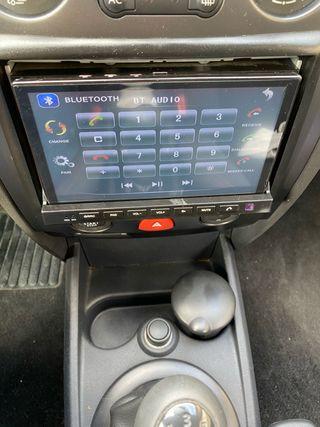 Radio de coche con pantalla extraible