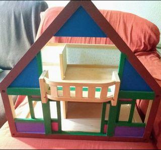 Casita de madera de juguete