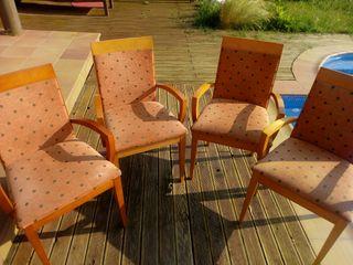 4 sillas de madera y tapizadas