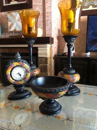 Conjunto de 2 candelabros, reloj y fuente