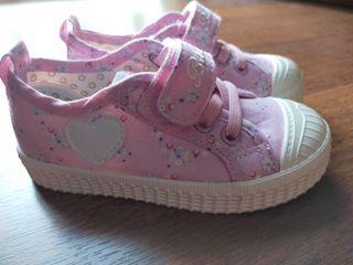 Zapatillas niña nuevas número 24