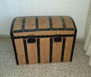 Baúl de rayas negras
