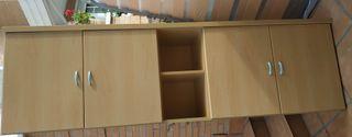 Amplio armario de madera