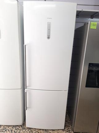 nevera marca Siemens no frost 2m por × 70 de anch