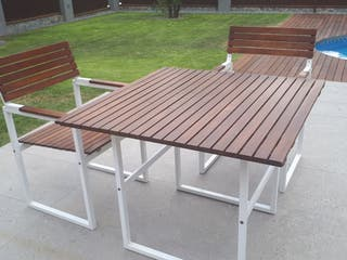 Mesa y dos sillas de Jardin..