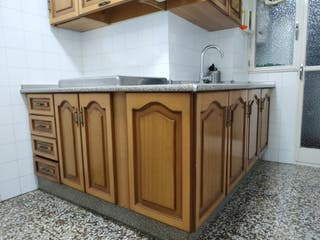 Cocina muy cuidada color madera