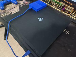 PS4 Pro 1TB con mando y disco duro