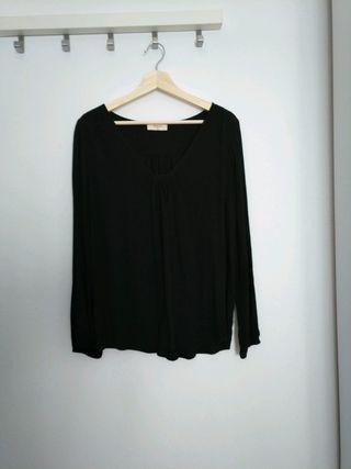 Camisa negra de Amichi