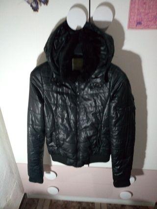 chaqueta de piel negra de invierno