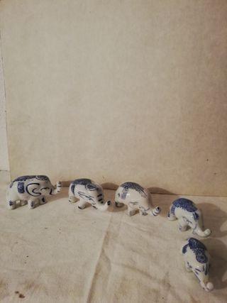elefantes de cerámica azul