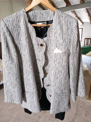 Conjunto de chaqueta americana con falda