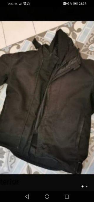 chaqueta de moto con refuerzos