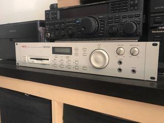 Sampler Akai S2000