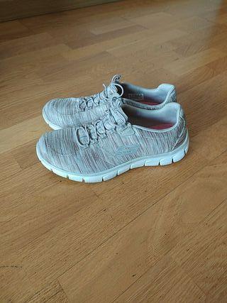 Zapatillas Skechers talla 38,5