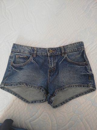 shorts vaqueros. Bershka. talla 34