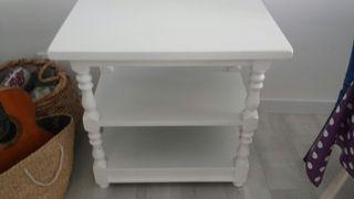 mesa de madera maciza pintada en blanco